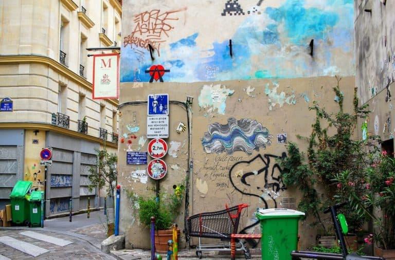 バンクシーの壁画が消された壁周辺の様子 - Ledru-Rollin
