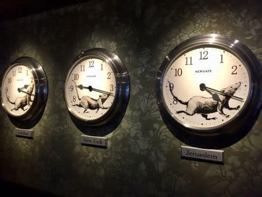 バンクシーのネズミの時計:Walled Off Hotel, Gross Domestic Product