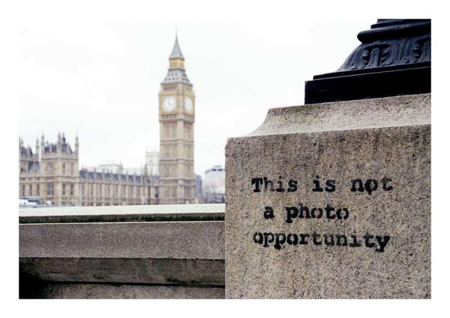 シティーブ・ラザリディスによるバンクシーの写真集「Banksy Captured  by STEVE LAZARIDES」からバンクシーの壁画「this is not a photo opportunity」