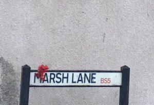 バレンタインデーに英ブリストルで見つかったバンクシーの赤い花