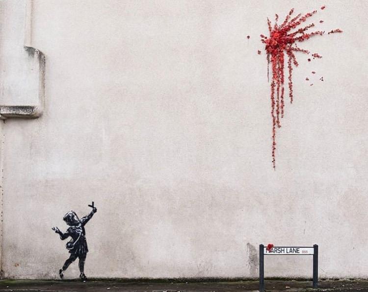 バンクシーのパチンコで遊ぶ少女と赤い花(ブリストル) from Banksy Instagram
