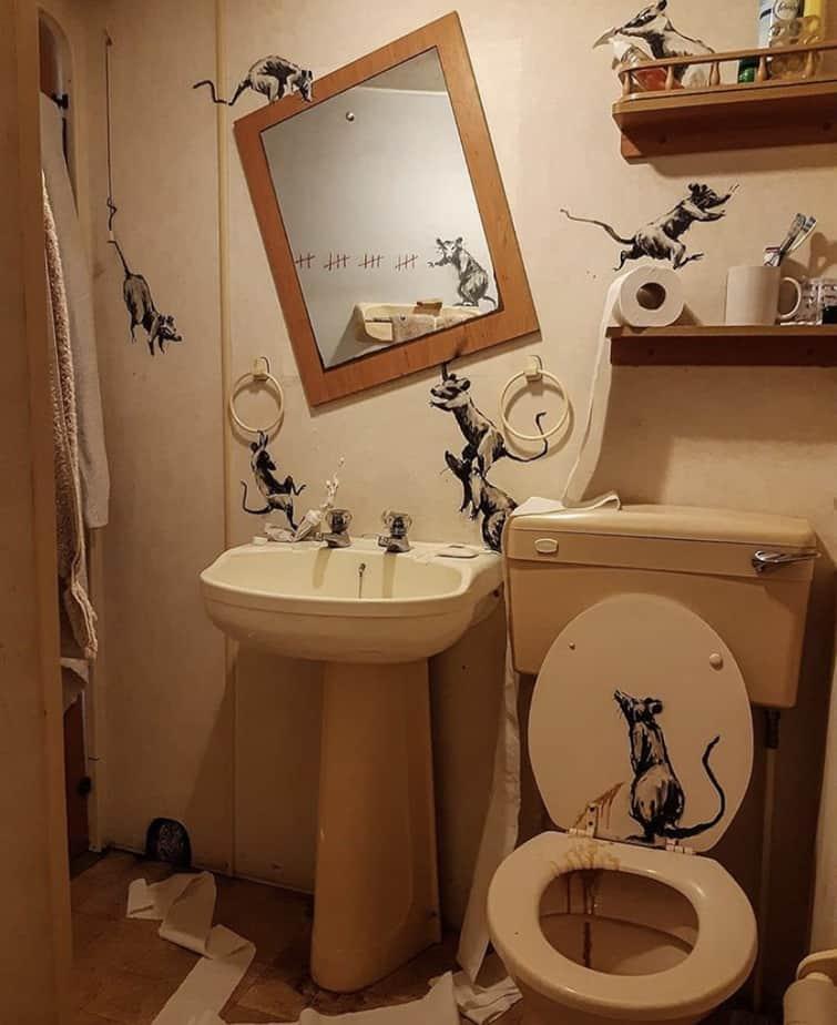 【バンクシーのネズミ】ロックダウン中のバンクシーが自宅のトイレでネズミを発表【奥さんが嫌う】全体像