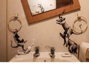 バンクシーが自宅のトイレに描いたネズミたち